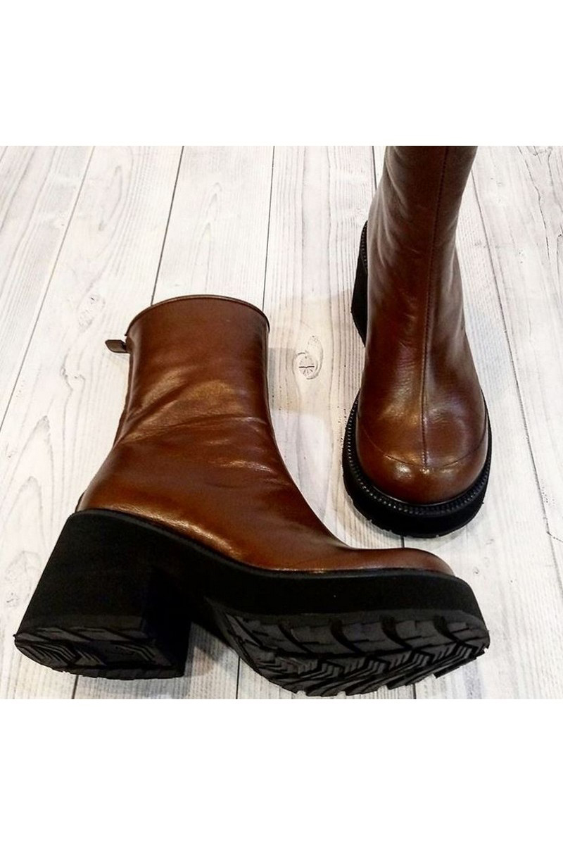 Buy Tractor outsole brown leather ankle boots, stylish handmade zipper ankle boots