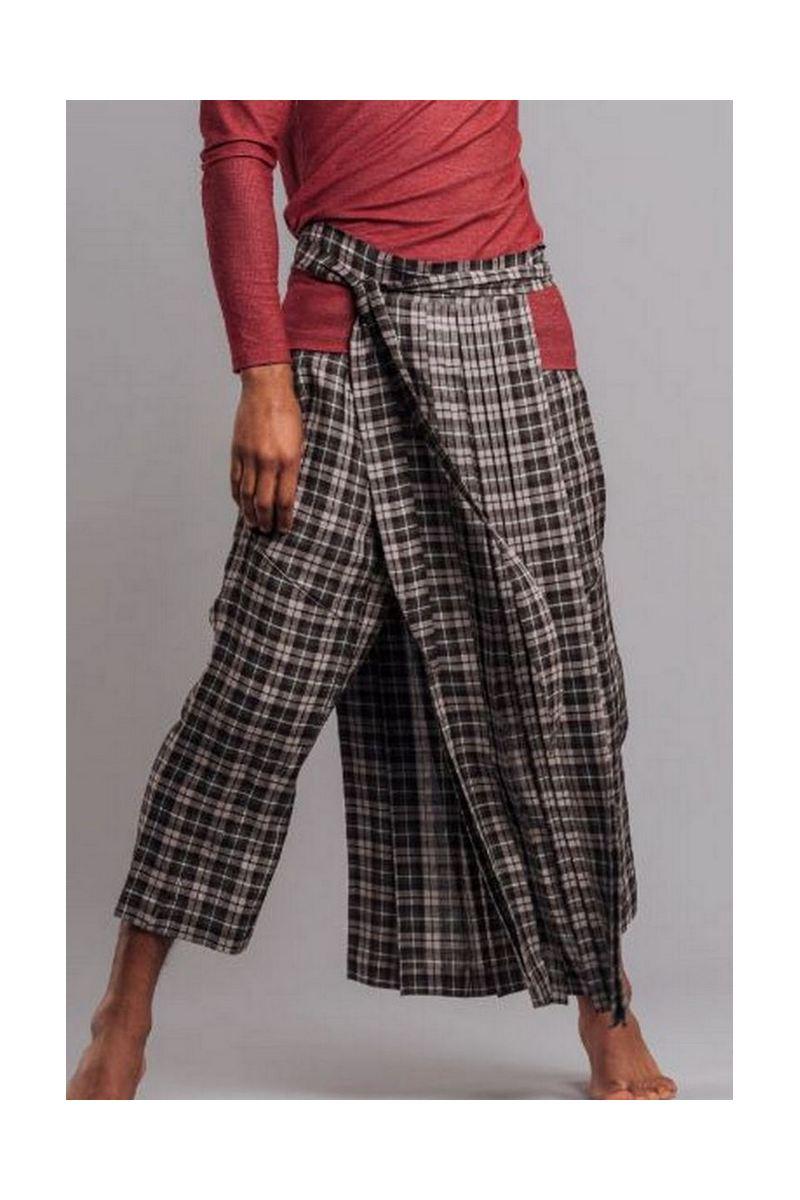 Buy Men`s loose linen cotton low waist plaid long capris with pockets