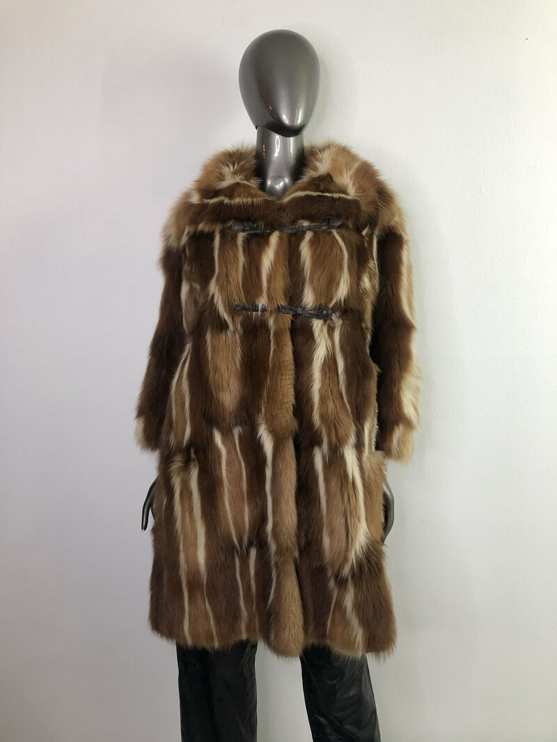 Buy Red Fox Fur Coat for Womens Long Vintage made of fur brown beige tones of an flared silhouette with a large collar size medium.